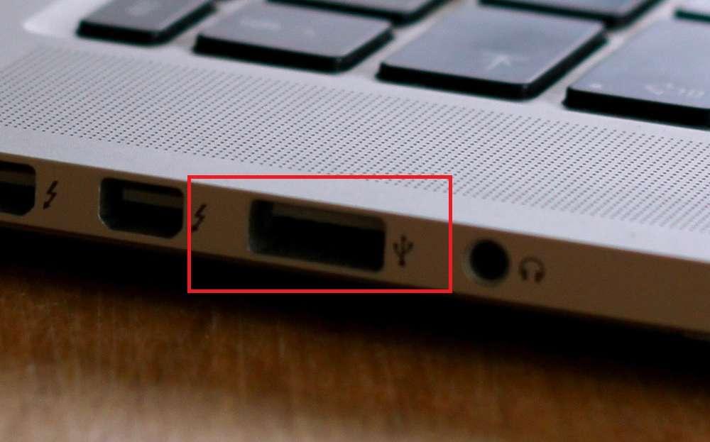 ACアダプタがなくてもUSBケーブルで充電できる